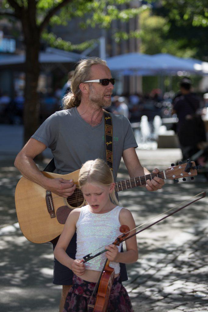 Tom, Gitarre